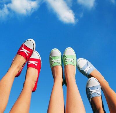 Image Marcher sur le concept ciel, l'été et l'amitié