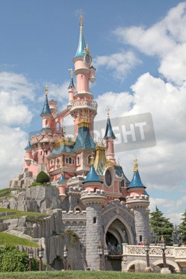 Image MARNE-LA-VALLEE, FRANCE - 1 Juillet 2011 - Le château de Belle au bois dormant à Disneyland Resort Paris.