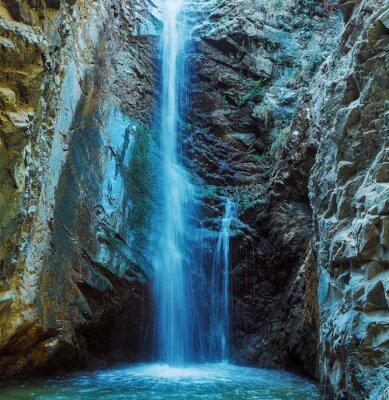 Image Millomeris Cascade à Rock Cave, les montagnes Troodos