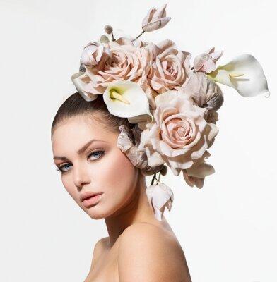 Image Mode Beauté fille avec des fleurs cheveux. Bride. Coiffure Creative