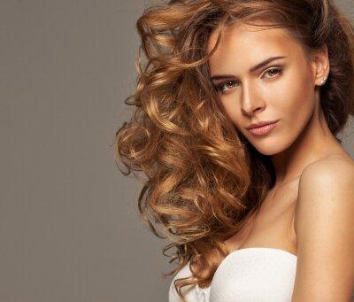 Image Mode photo d'une beauté blonde avec maquillage naturel
