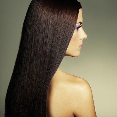 Image Mode photo d'une jeune femme aux cheveux noirs