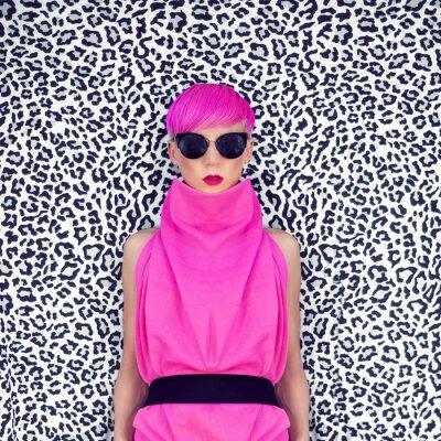 Image Mode portrait d'une jeune fille avec la coiffure à la mode