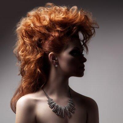 Image Mode portrait de femme avec le bijou de luxe.