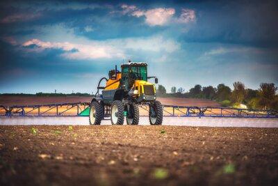 Image Moissonneuse-batteuse agricole machine à récolter champ de blé mûr doré
