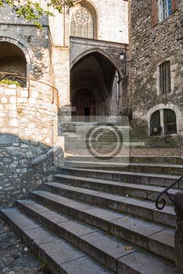 Montée escalier cathédrale saint-vincent peintures murales ...