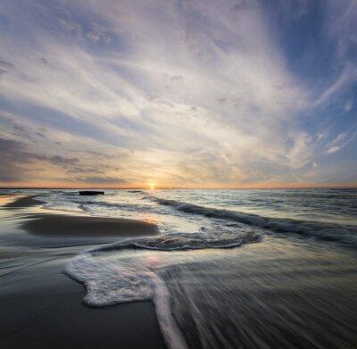 Image Morski pejzaż, fale rozbijające się o morski brzeg