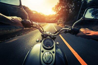 Image Moto sur la route d'asphalte vide