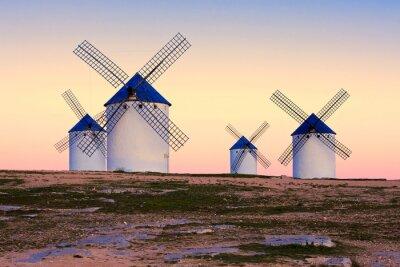 Image moulin à vent à Campo de Criptana, La Mancha, Espagne
