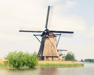 Image moulin à vent traditionnel aux Pays-Bas