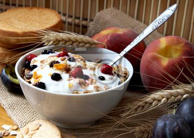 muesli avec du yaourt, petit-déjeuner sain et riche en fibres