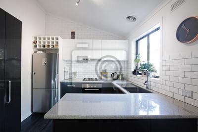 Nouvelle cuisine contemporaine en noir et blanc avec des carreaux ...