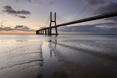 Image Paisagem urbana de Lisboa e a sua ponte.