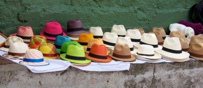 Image Panamas énoncées à vendre à un marché en plein air à Bogota Col