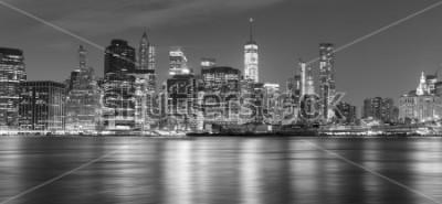 Image Panorama noir et blanc de New York dans la nuit, États-Unis.