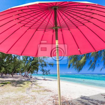 Parasol Sur La Plage Des Filaos Hermitage île De La Réunion Peintures Murales Tableaux Paradisiaque Station Balnéaire Touristique Myloview Fr