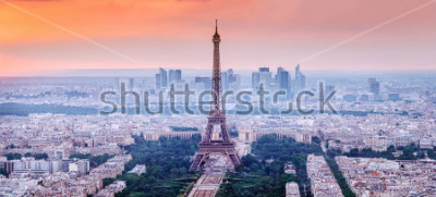 Image Paris, France Vue panoramique des toits de paris avec la tour eiffel au centre. Incroyable coucher de soleil avec ciel dramatique.