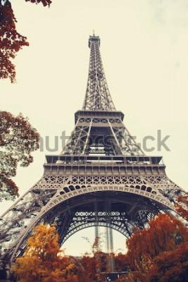Image Paris. Vue grand angle magnifique de la tour Eiffel en automne
