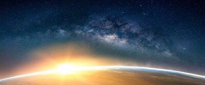 Image Paysage avec la Voie Lactée. Sunrise and Earth vue de l'espace avec la Voie Lactée. (Éléments de cette image fournis par la NASA)
