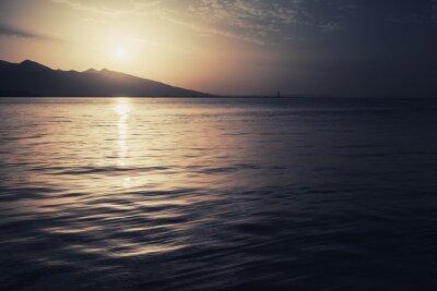 Image Paysage coloré spectaculaire. Mer, soleil, ciel