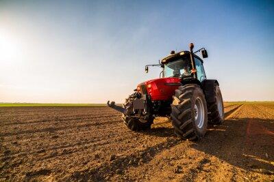 Image Paysan fertilisant les terres arables avec de l'azote, du phosphore, de l'engrais potassique