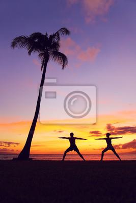 Personnes Yoga de méditation méditer guerrier posent