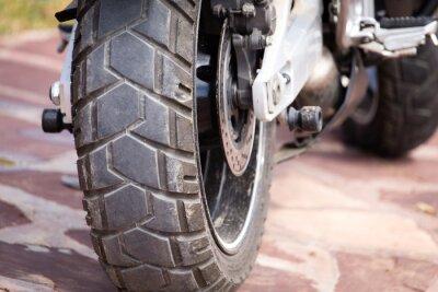 Image pièces métalliques sur une moto