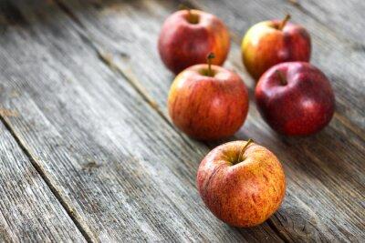 Image Pommes sur fond de bois