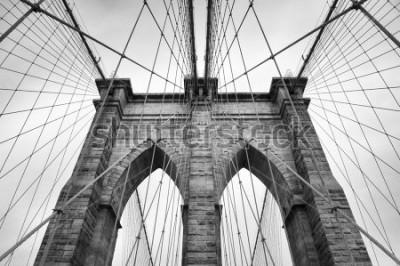 Image Pont de Brooklyn, New York, détail architectural en noir et blanc intemporel