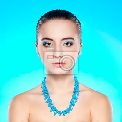 portrait de femme avec le collier