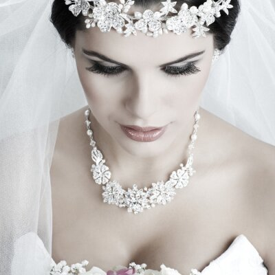 Image Portrait de la belle mariée. La robe de mariage. Décoration de mariage