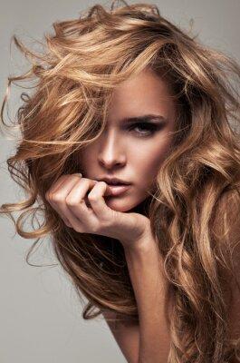 Image Portrait de style Vogue délicat femme blonde