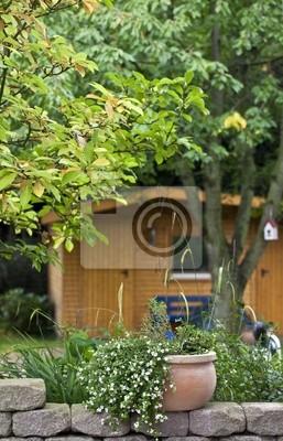 Image: Pot de fleurs sur la terrasse du jardin (pierre)
