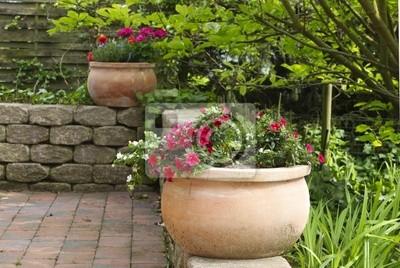 Image: Pots de fleurs sur la terrasse du jardin (pierre)