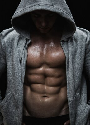 Image Près d'homme musclé de sport après l'entraînement de musculation