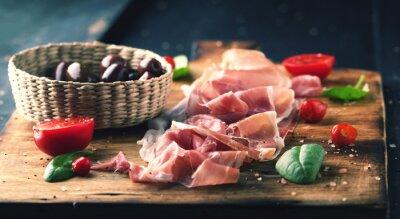 Image Prosciutto, pain, bois, planche, olives