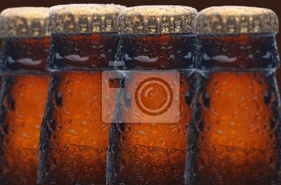 Quatre bouteilles de bière humides