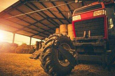 Image Rangement du foin et tracteur