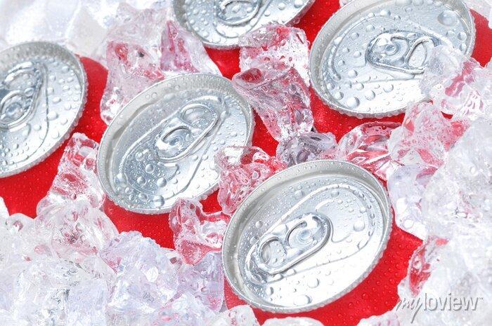 Image Rapproché de Cans Soda dans les glaces