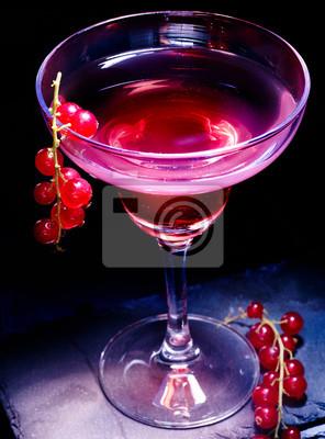 Red cocktail de cassis sur fond noir 71