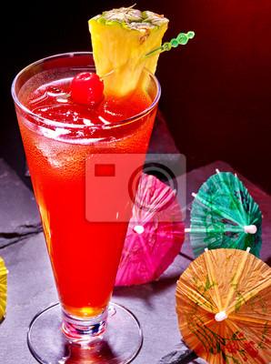 Red drink avec de la cerise et d'ananas 68.