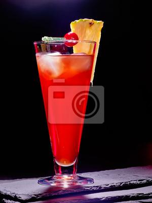 Red drink avec de la cerise et d'ananas 84.