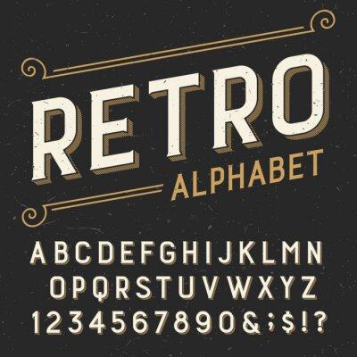 Image Rétro police vectorielle alphabet. Serif lettres type, chiffres et symboles. sur un fond rayé détresse sombre. Vectoriel typographie pour les étiquettes, titres, affiches, etc.