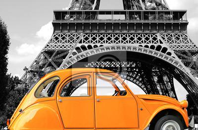 Image Retro pureté de couleur orange voiture dans la rue
