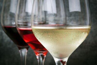 Image Rose blanche et vin rouge