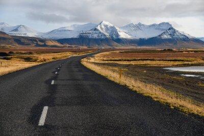 Image Route vide au début de l'hiver en Islande