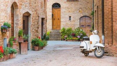 Image Rues italiennes dans la petite ville toscane et un seul tr populaire