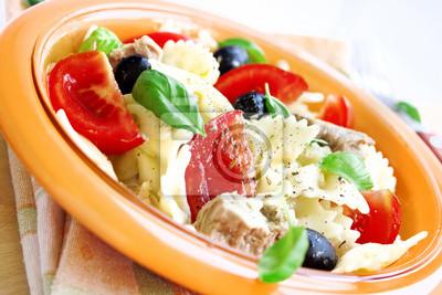 Salade de thon, des pâtes et des tomates