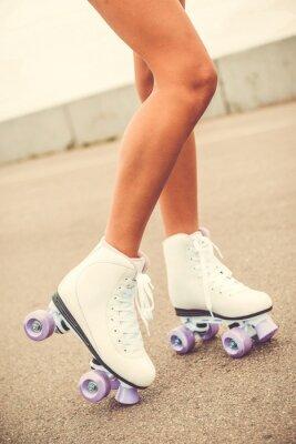 Image Ses nouveaux patins à roulettes.