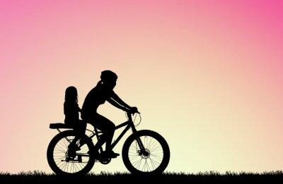 Image silhouette mère faire du vélo avec une fille sur sunrise floue